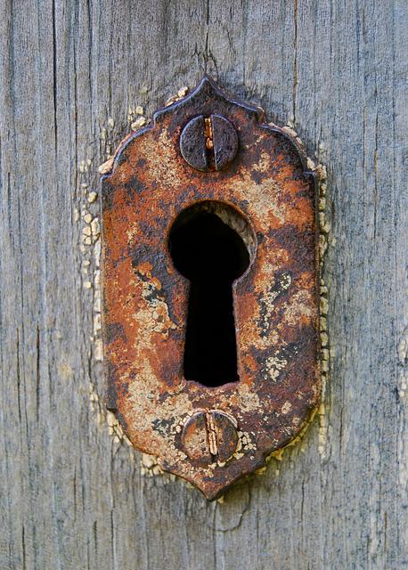 Keyhole | 3Dots | Flickr